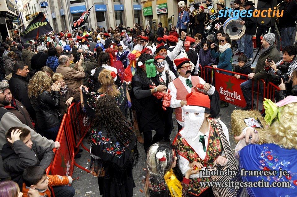 las collas animan el carnaval de sitges 2014